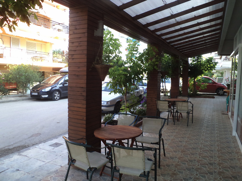 Paralia Dionisiou, rooms outside